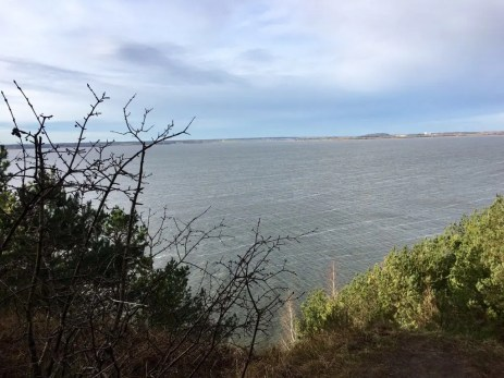 Blick von der Steilküste des Gnitzes - gegenüber rechts liegt Wolgast