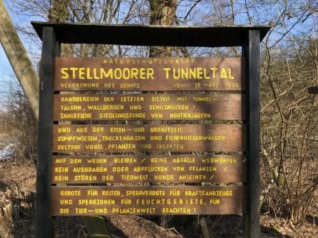 Hinweisschild zum Naturschutzgebiet Stellmoorer Tunneltal bei Hamburg