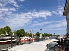 Am Alten Strom im Hafen von Warnemünde an der Ostsee