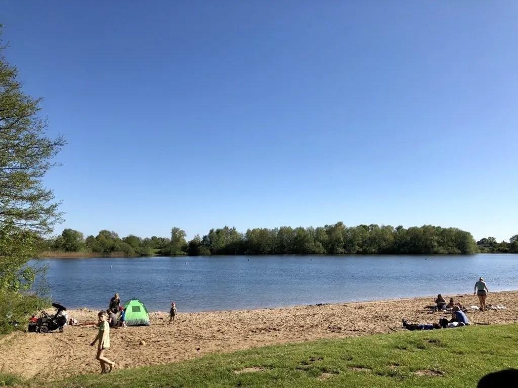 Die Badestelle am See Hinterm Horn - Radtour zum Baden an den See Hinterm Horn