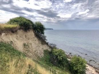 Fahrrad fahren auf dem Ostseeradweg: Steilküste am Ufer der Ostsee bei Boltenhagen