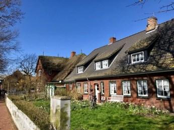 Traditionelle Häuser auf Hanswarft auf Hooge
