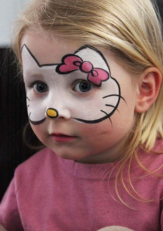 رسمه على الوجه لطفله