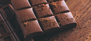 Image result for dark chocolate give iron""