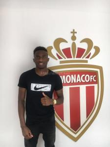Andzouana après avoir signé son premier contrat pro
