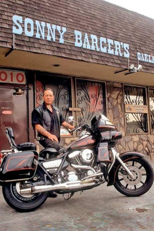 Wer fuhr in den USA FXR? Klar, die Bullen und die Rocker. Hells-Angels-Gründer Sonny Barger und sein Club machten früh den Anfang, die Fernsehserie »Sons of Anarchy« begründete den »Clubstyle« neu – als Basis der neuen Stilrichtung dienen fast ausschließlich Dynas und eben FXRs