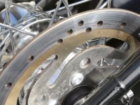 Es gibt auch Schattenseiten: Neufahrzeug mit angegeammelten Bremsscheiben