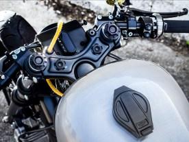Leckere Zutaten am Lenker: Magura-Bremsarmatur, Motogadget-Schalter und ein Kurzhub-Gasgriff