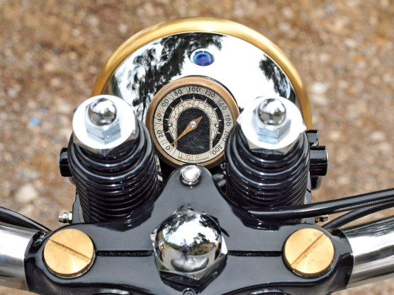 Eigenbau oder Qualitätsware: Hier fiel die Entscheidung zugunsten des motogadget-Tachos
