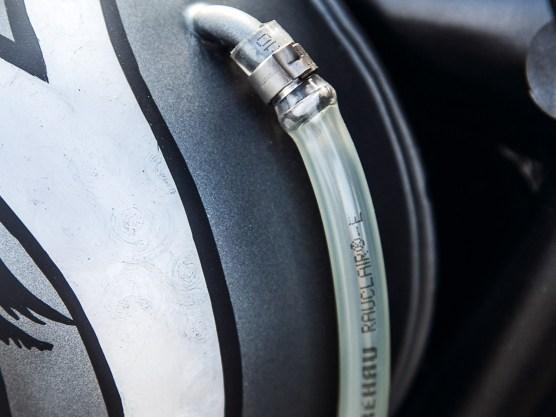 Außenliegende Benzinstandsanzeige am Tank
