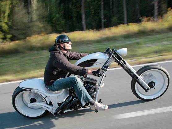 Wie fast jedes Thunderbike, testete Chef Andreas Bergerforth auch die Smoothless vor der Übergabe auf Herz und Nieren