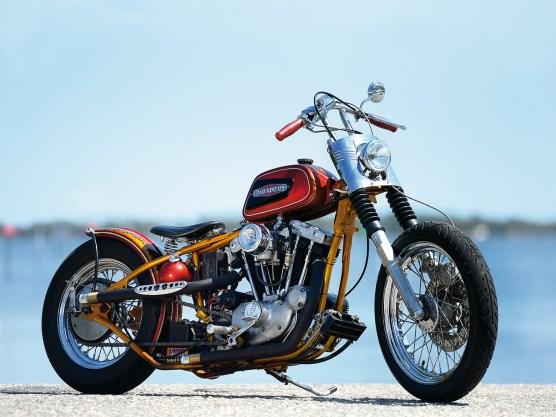 Der sehr augenfällige kantige Tank ist nicht etwa artfremd. Er stammt von einer Aermacchi Harley-Davidson MLS 125 Rapido aus dem Jahr 1969