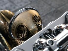 """Komplett durchgezogen: Auch das originale Lampengehäuse glänzt im Design """"Vintage Baroque 3"""""""