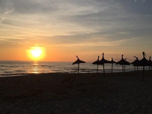 Auch Abends an der Playa gelten die neuen Regeln auf Mallorca.
