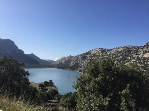 Ein Stausee auf der Baleareninsel Mallorca