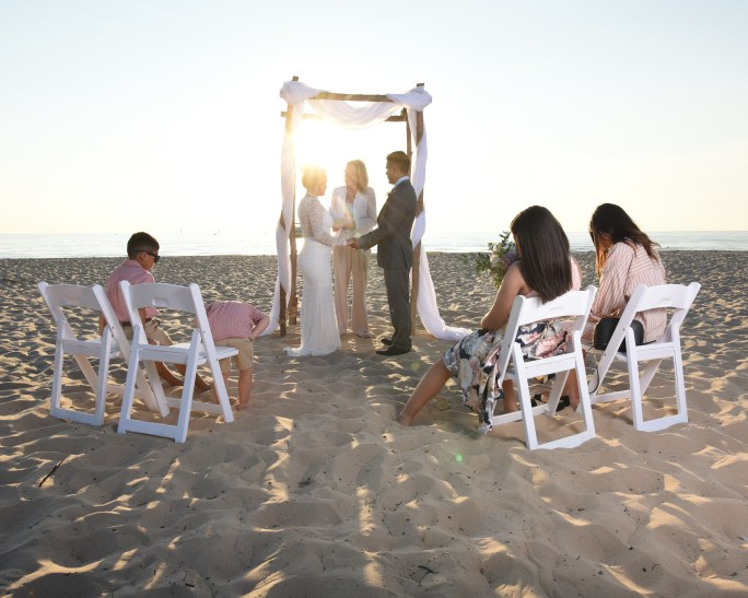 short and sweet ceremony on the beach (2)