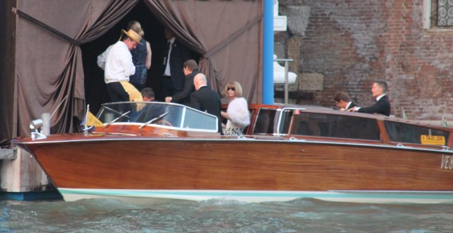 Anna Wintour disembarks
