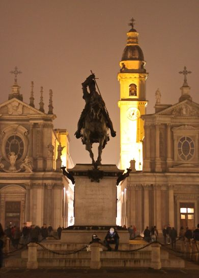 The monumental beauty of Turin's piazzas by night