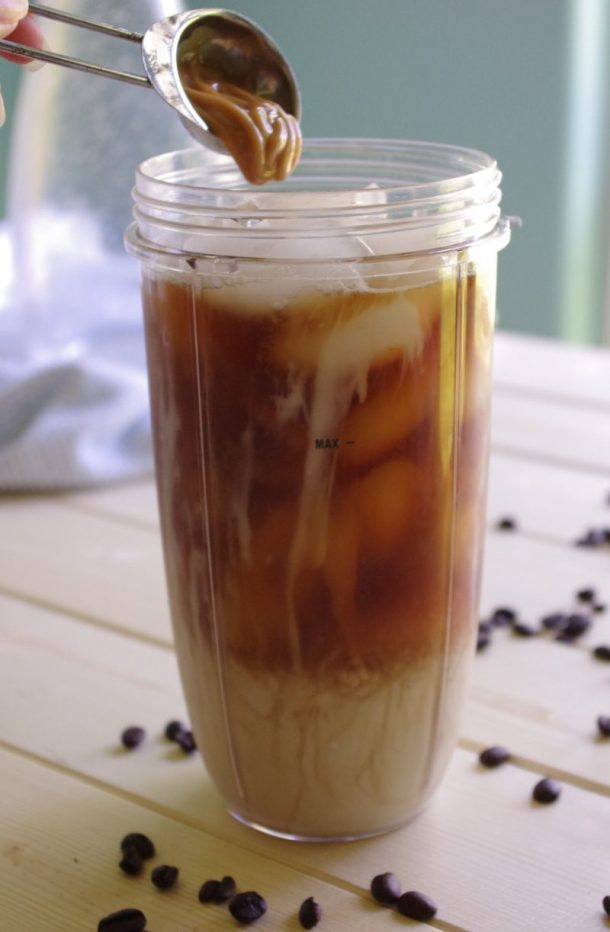 65 Calorie Skinny Caramel Vanilla Blended Iced Coffee Recipe - Adding Sugar Free Caramel Sauce