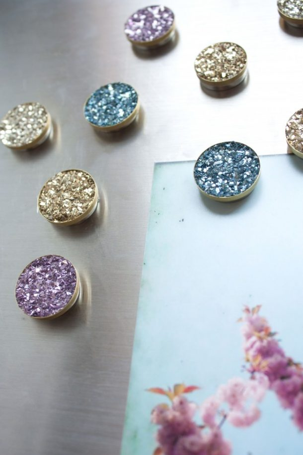 DIY Back to School Projects for Teens and Tweens - How To make your own Faux Druzy Locker or Bulletin Board Magnets - they sparkle so pretty - Tutorial via The Sarah Johnson