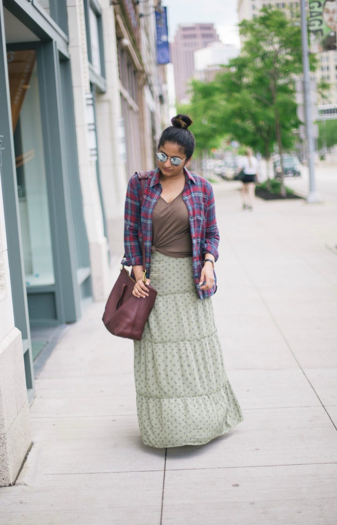 how-to-wear-plaid-shirt-with-maxi-skirt