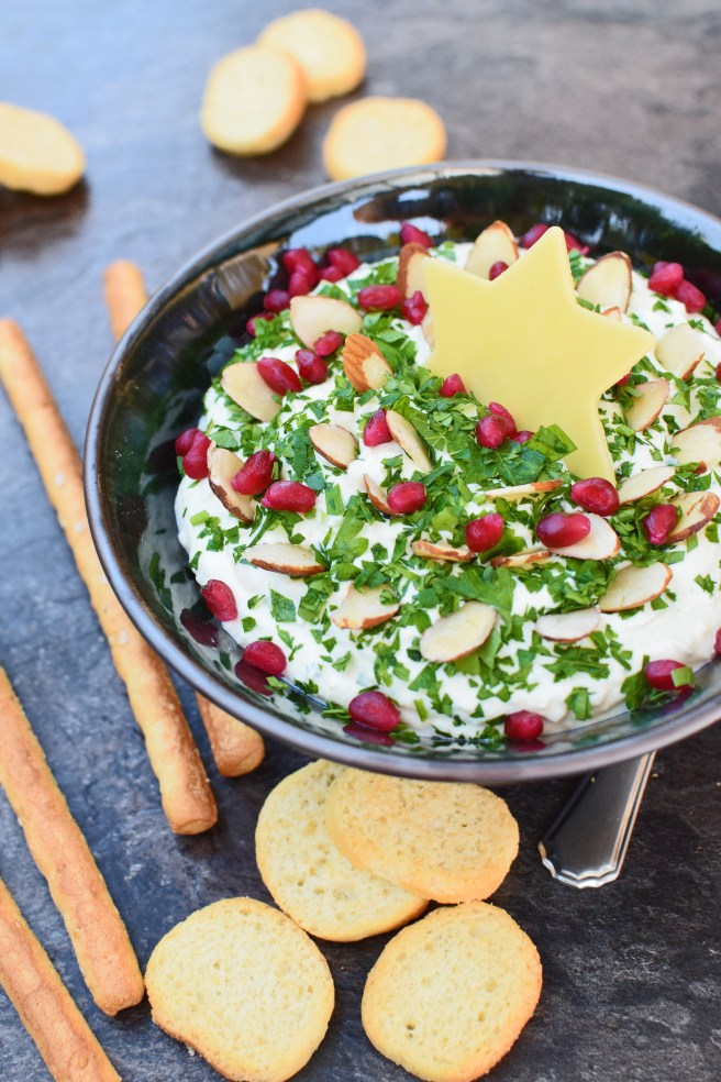 Totally Gaudy Christmas Tree Cheese Ball (turned into dip!) from Simplicious