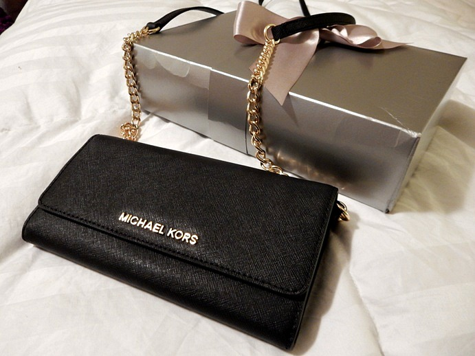 77db66e090fca9 The Perfect Gift : Michael Kors' Gold Chain Crossbody - Dream in Lace