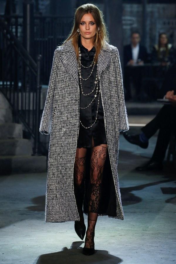 Chanel Pre-Fall 2016 Fashion Runway - Lace Tights