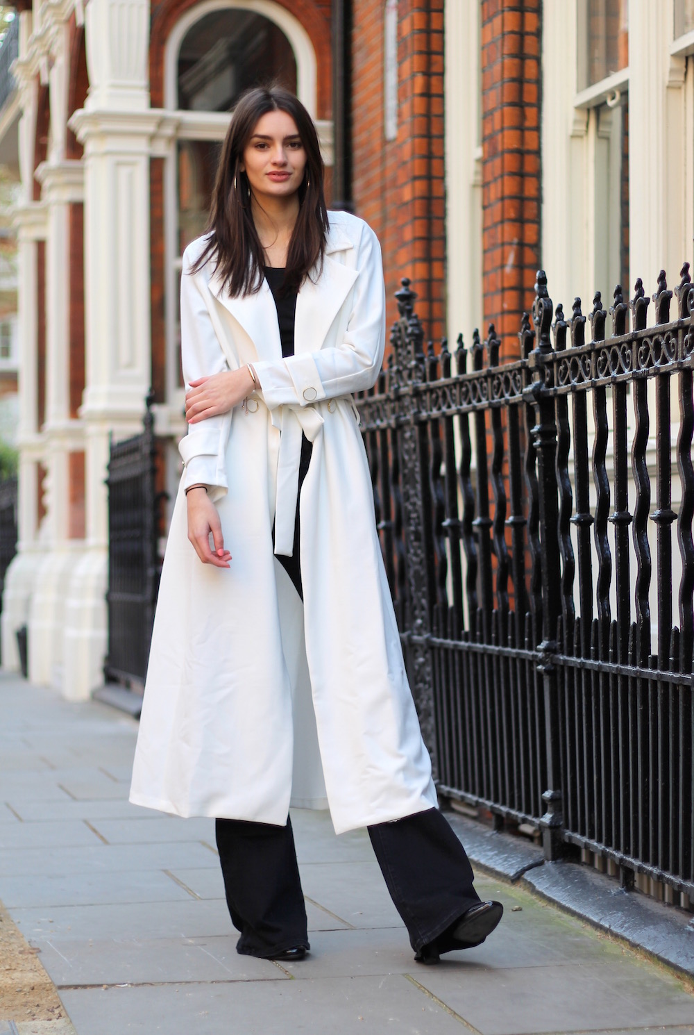 Style Blog to Watch: Peexo in white trench with black trousers