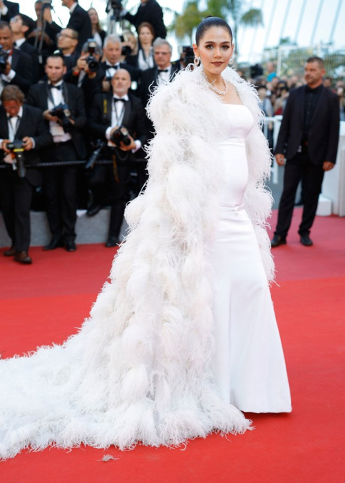 Araya Hargate Maternity Fashion Cannes 2017 I Ralph and Russo Couture