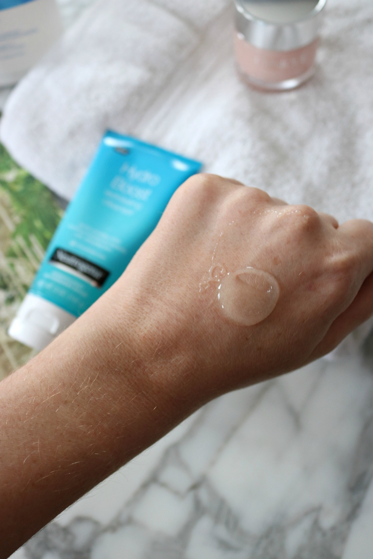Neutrogena Hydro Boost Exfoliating Cleanser Review I DreaminLace.com