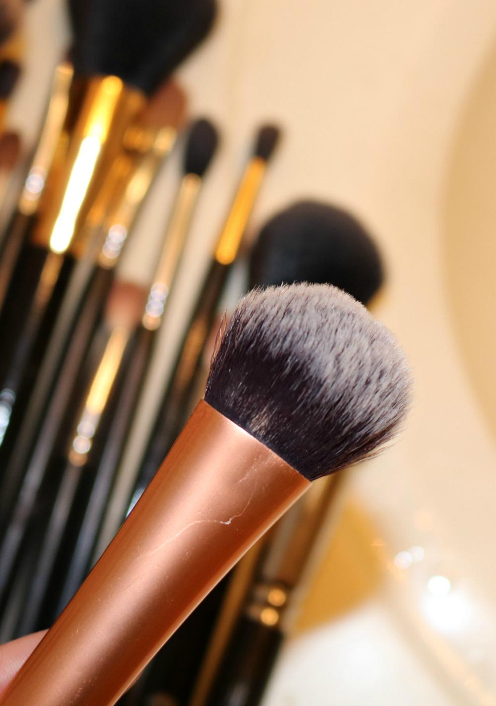 Best Makeup Brush Cleanser? Live Clean Coconut Milk Shampoo I DreaminLace.com #Makeup #CrueltyFree #BeautyTips