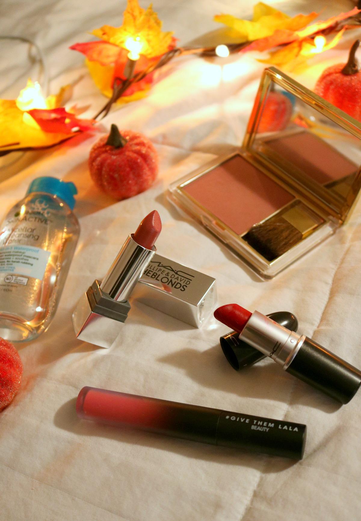 Fall Travel Makeup Bag I DreaminLace.com #TravelMakeup #FallMakeup