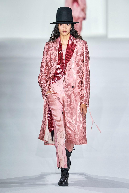 Best Paris Fashion Week Looks -Anne Demuelemeester Fall 2019 Runway Collection #PFW #FashionWeek