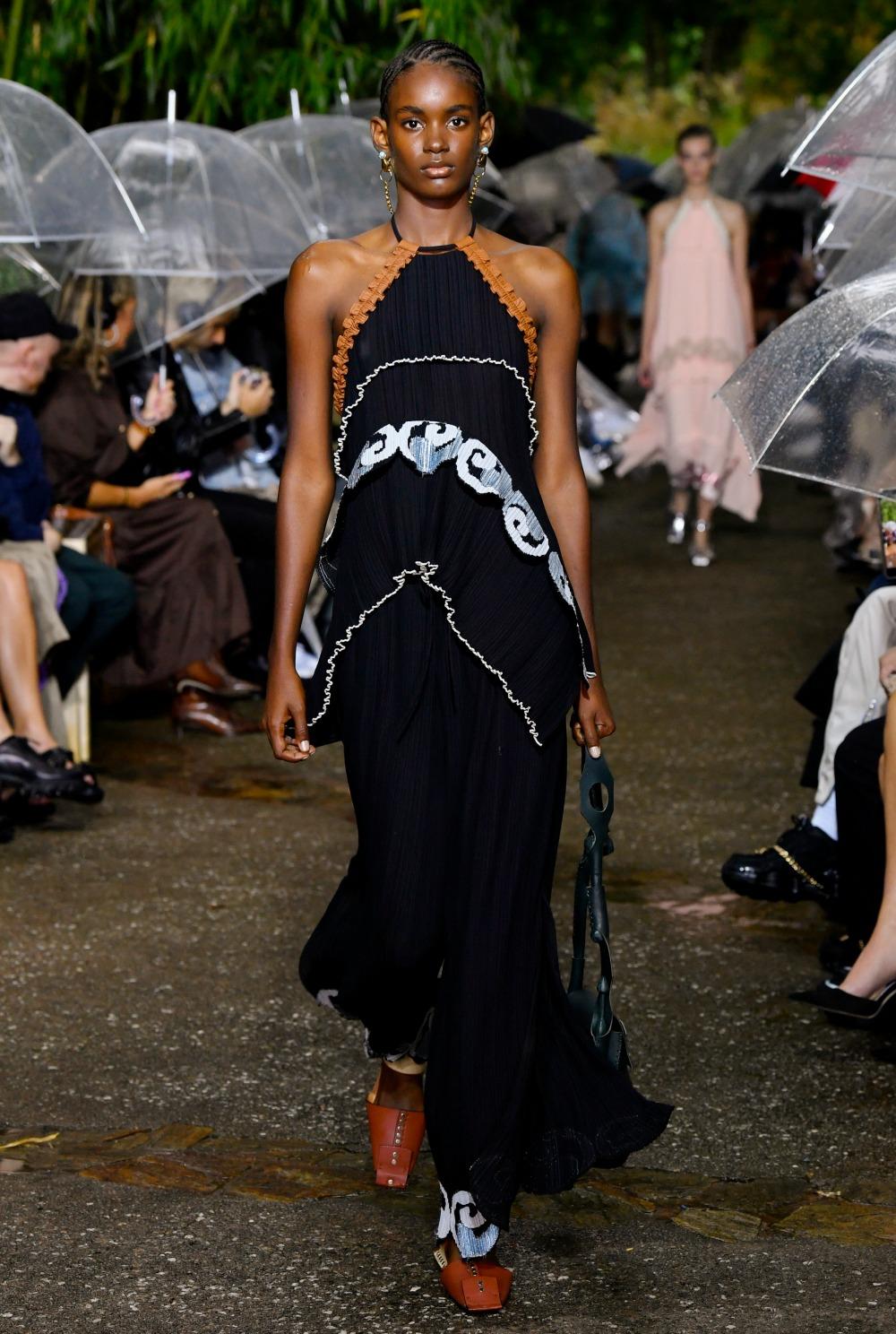 Lanvin Spring 2020 Collection Runway at Paris Fashion Week I DreaminLacde.com #designerfashion #fashionweek #highfashion #Lanvin