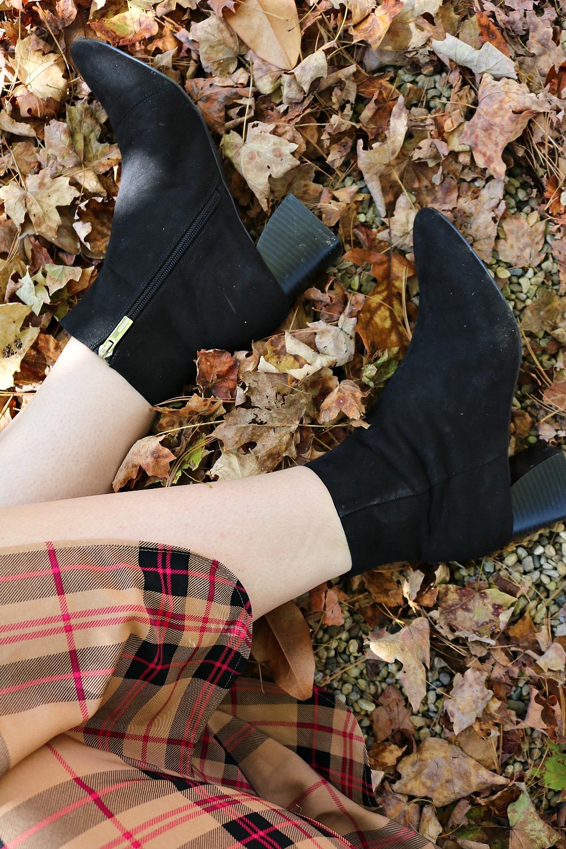 Vegan Leather Boots Under $100 I DreaminLace.com #veganfashion #fauxleather #fallfashion #styleinspo