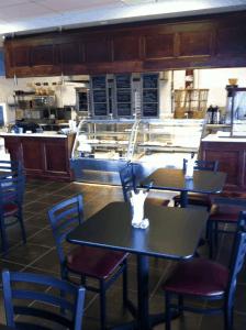 Le Bon Cafe - Interior
