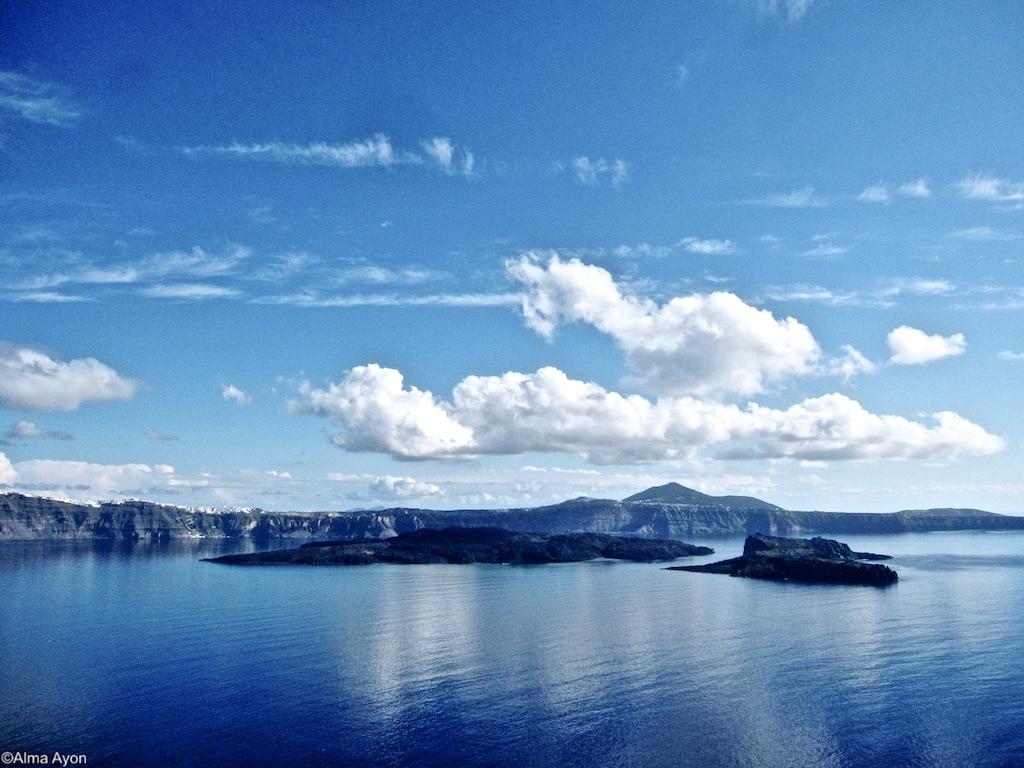 caldera-santorini-dreamlikeus-alma-ayon-photograph 1 (1)