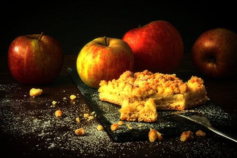 apples, apple cake, streusel cake-3682151.jpg