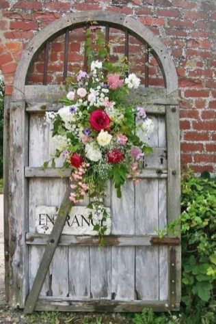 39 Inspired Garden Gates For A Beautiful Backyard 28