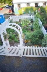 39 Inspired Garden Gates For A Beautiful Backyard 30