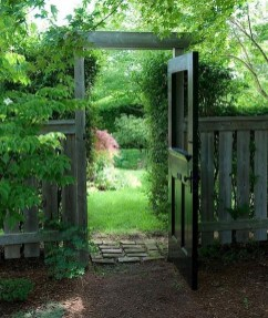 39 Inspired Garden Gates For A Beautiful Backyard 8