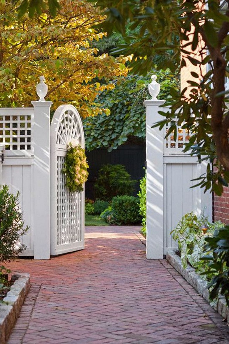 10 Gorgeous Garden Gate Home Decor 11
