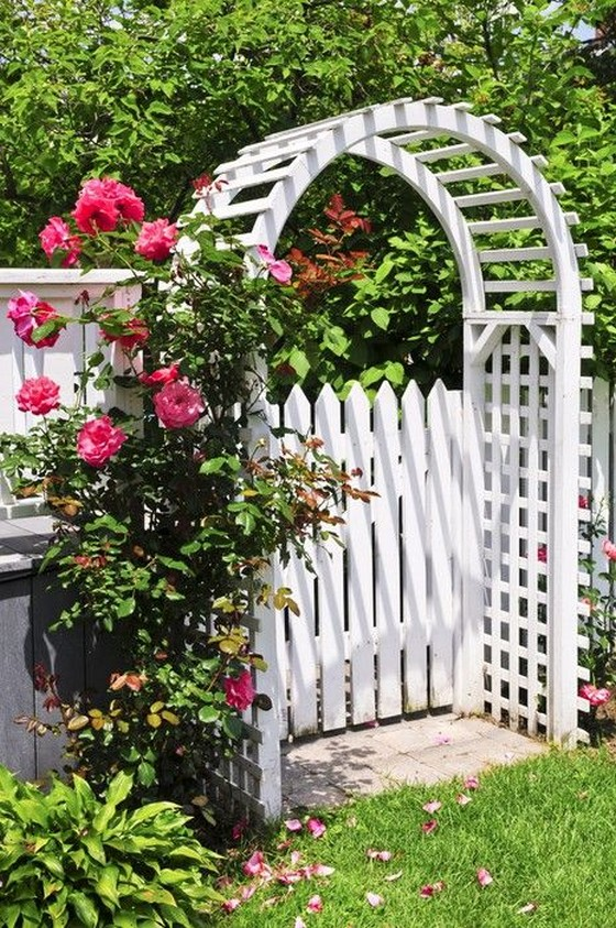 10 Gorgeous Garden Gate Home Decor 7