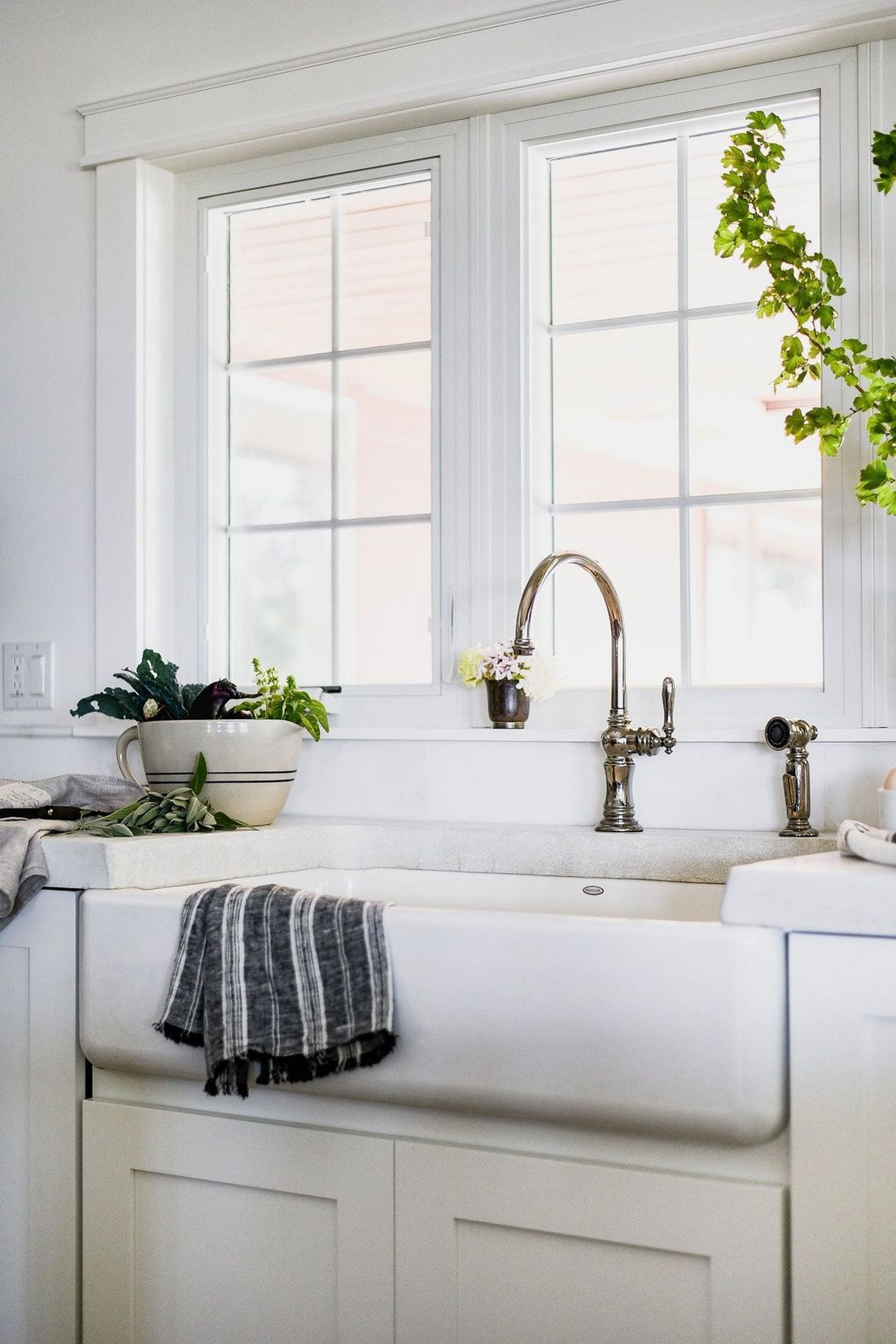 74 Things A Farmhouse Kitchen Sink Can Do For You Home Decor 13