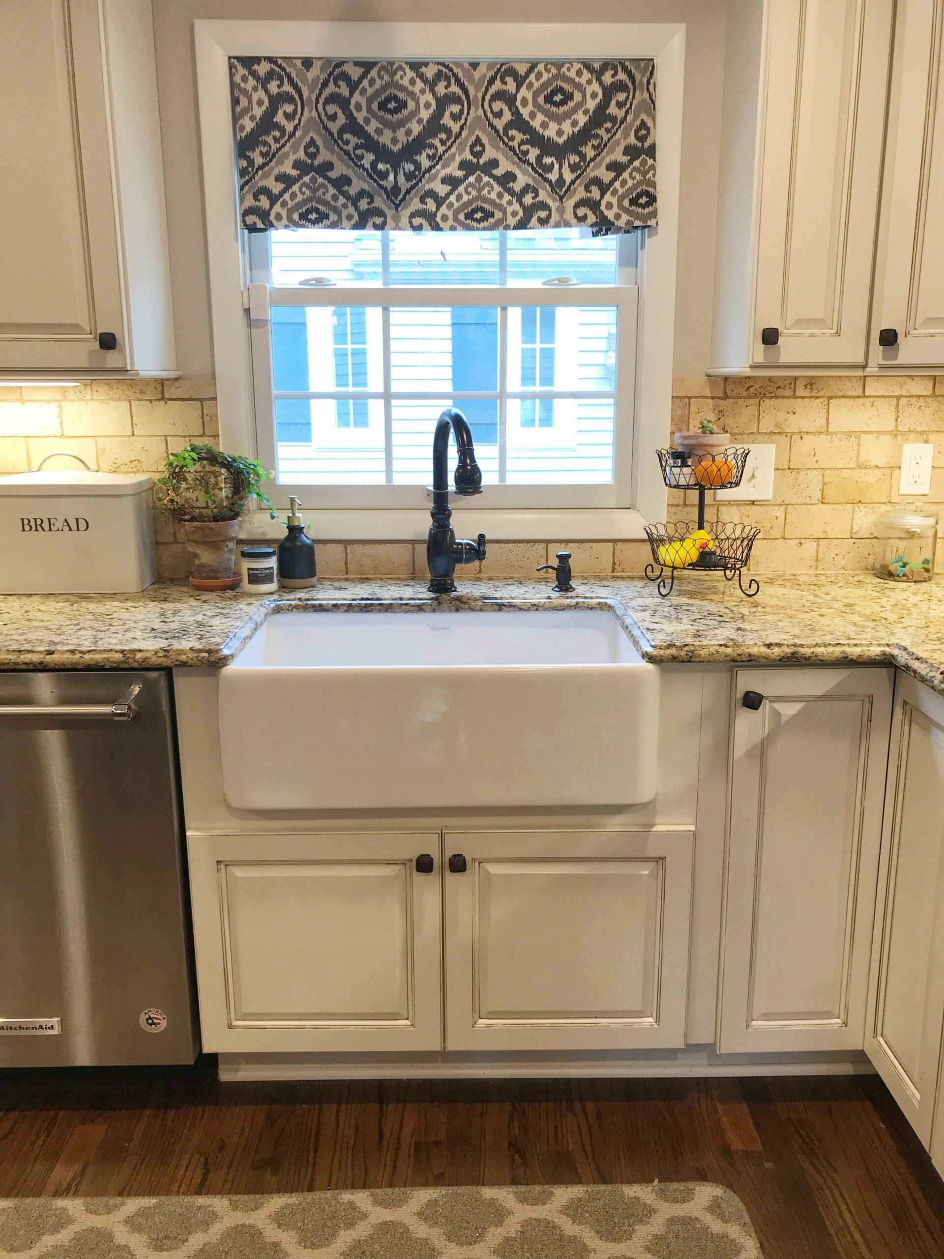 74 Things A Farmhouse Kitchen Sink Can Do For You Home Decor 36
