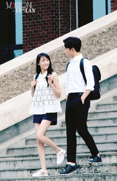 "Wei Wei and Xiao Nai walking on the steps of the university (My guess – it's the first meeting. White sandals, the ""conservative"" white shirt)"