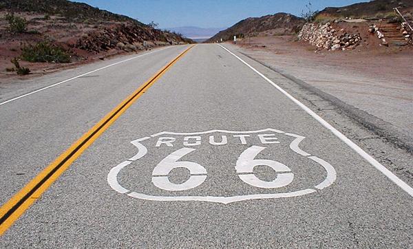 Route 66 er enhver motorjournalists våde drøm. MÅ forbi i en muskelbil inden alt for længe...