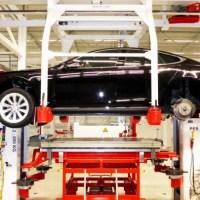 Besuch in Teslas Montagewerk in Tilburg