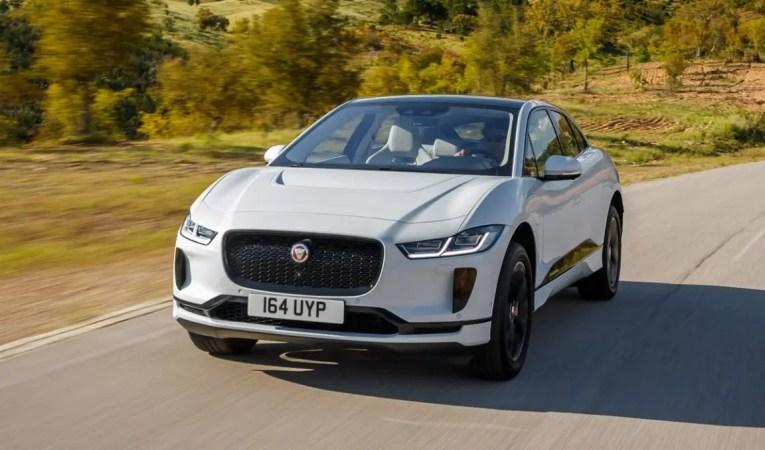 Jaguar I-Pace fahrend
